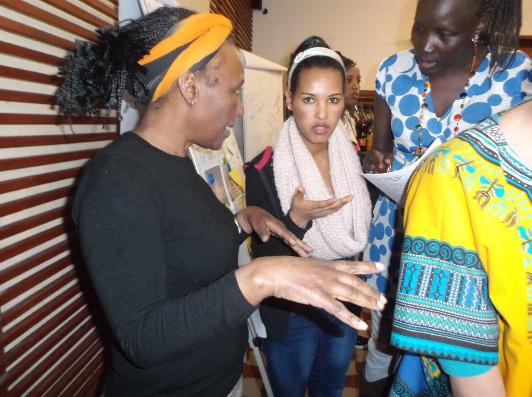 E. Ngari mit Teilnehmerinnen
